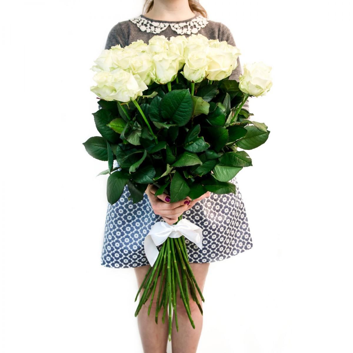 Първокласна еквадорска бяла роза - AVALANCHE - 90 см