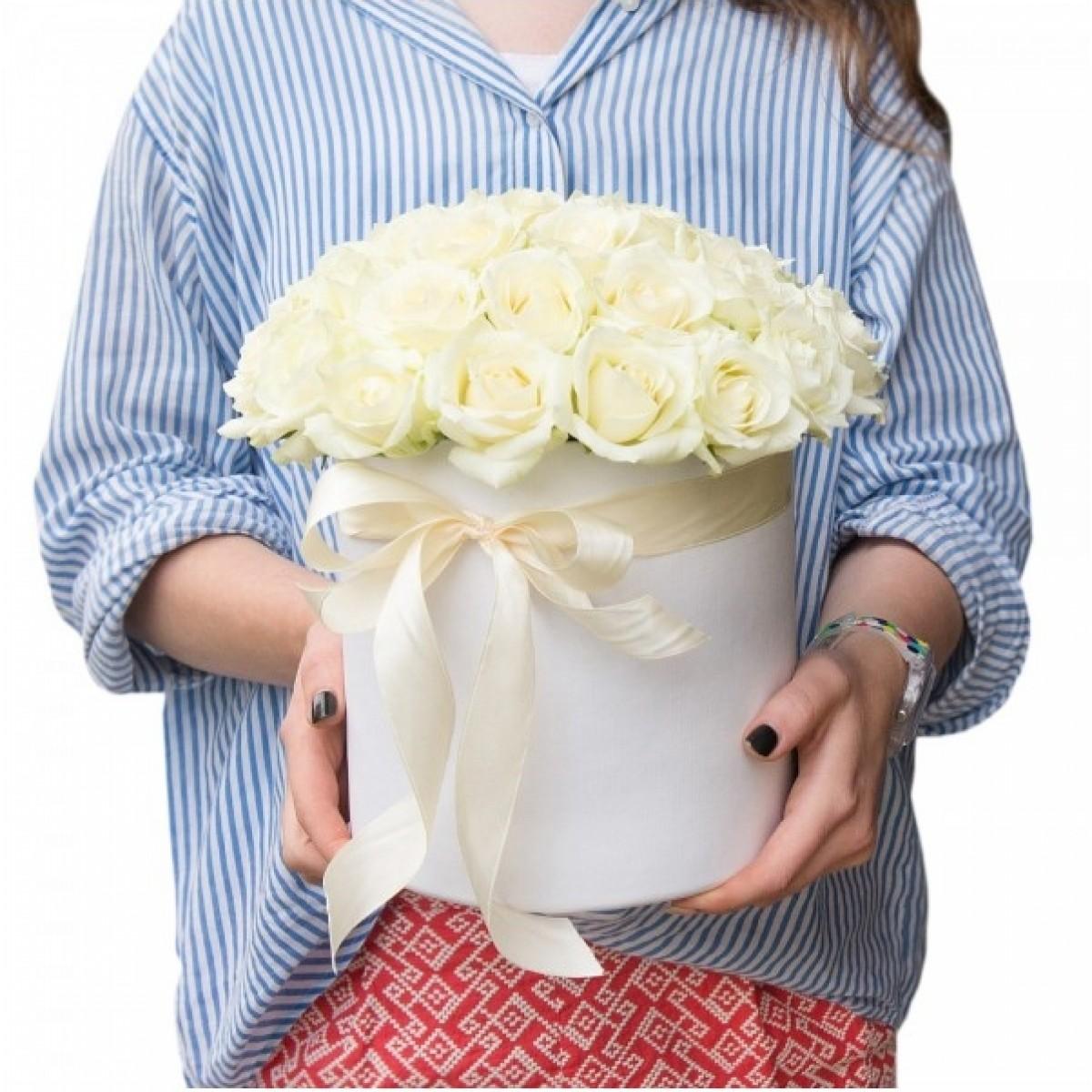 29 Бели рози в бяла кутия