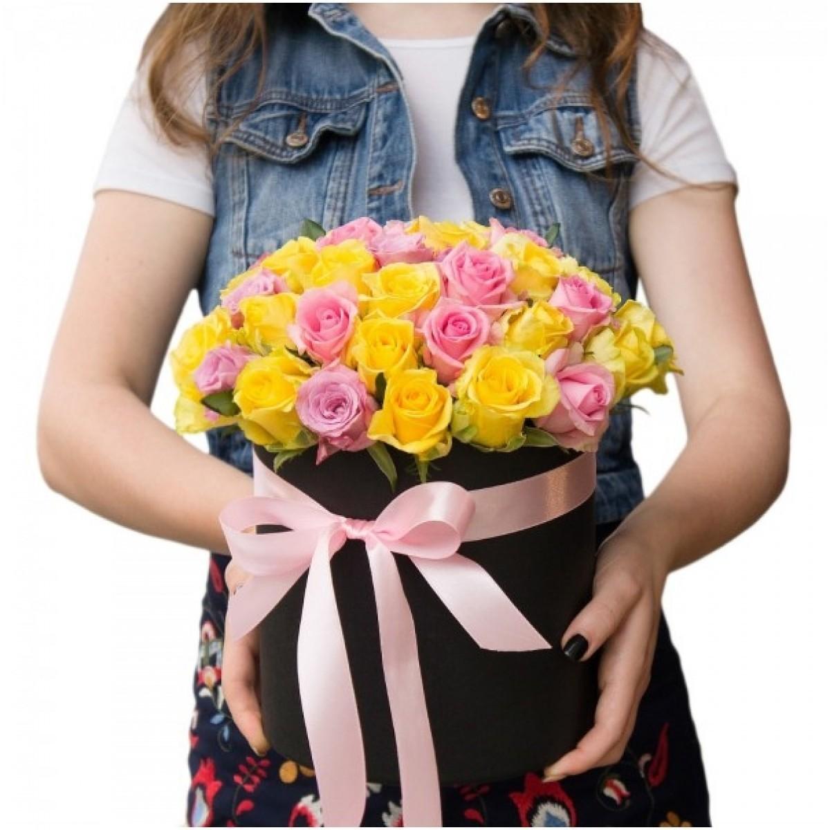 29 Пъстроцветни рози в кутия