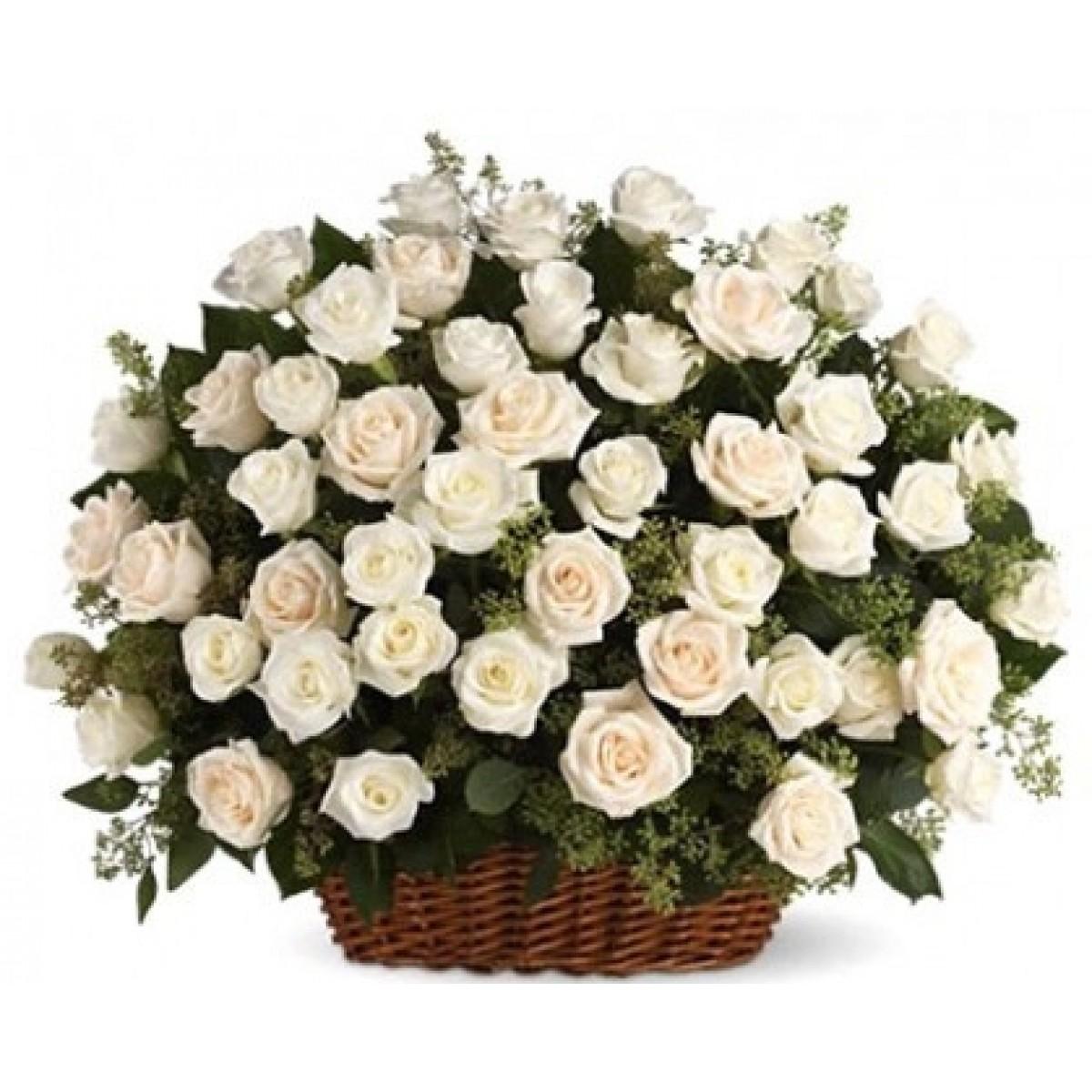 Кошница от 101 бели рози и зеленина