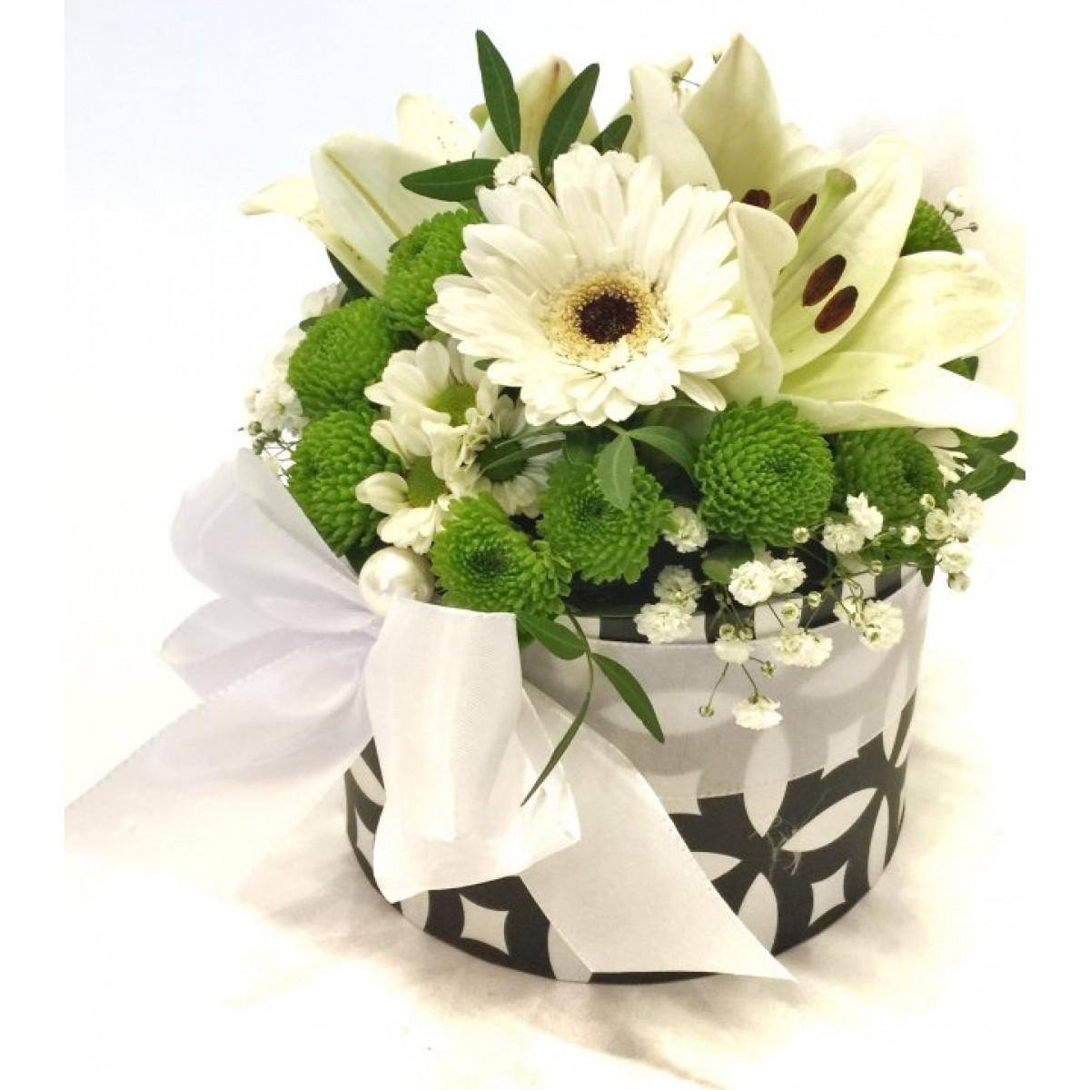 Микс хризантеми,бял лилиум и гербер в стилна кутия