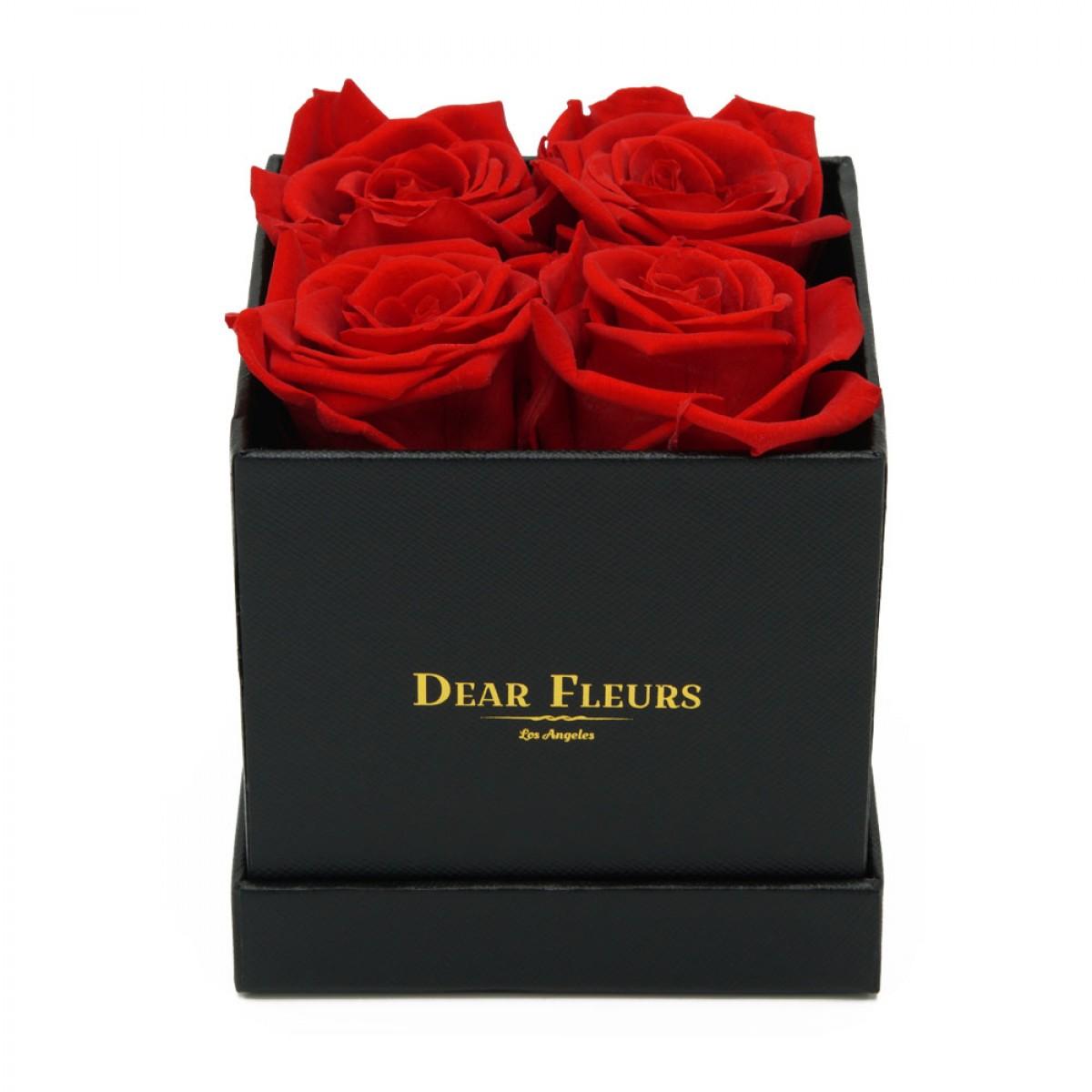 4 или 5 рози в стилна черна кутия