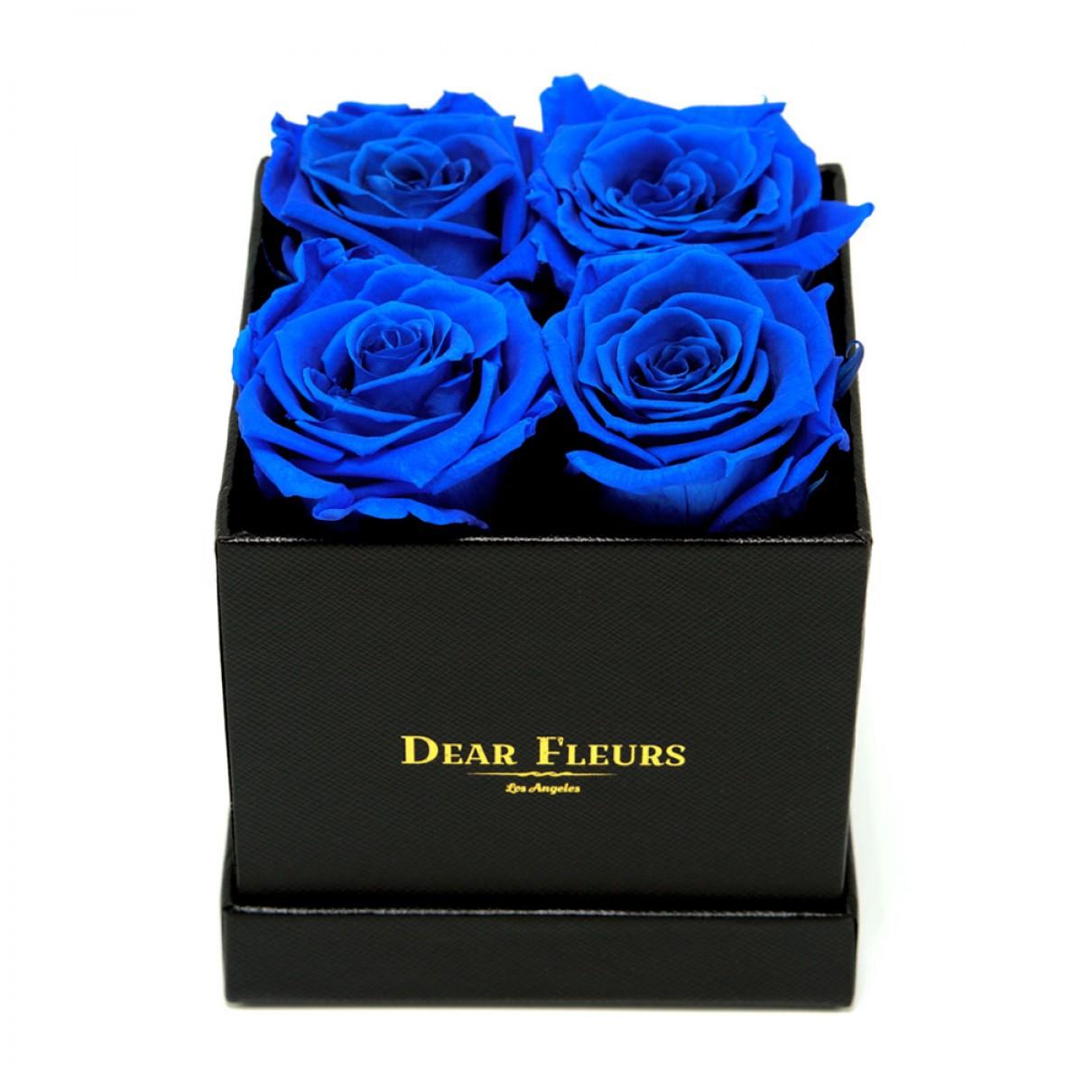 4 или 5 сини рози в стилна черна кутия