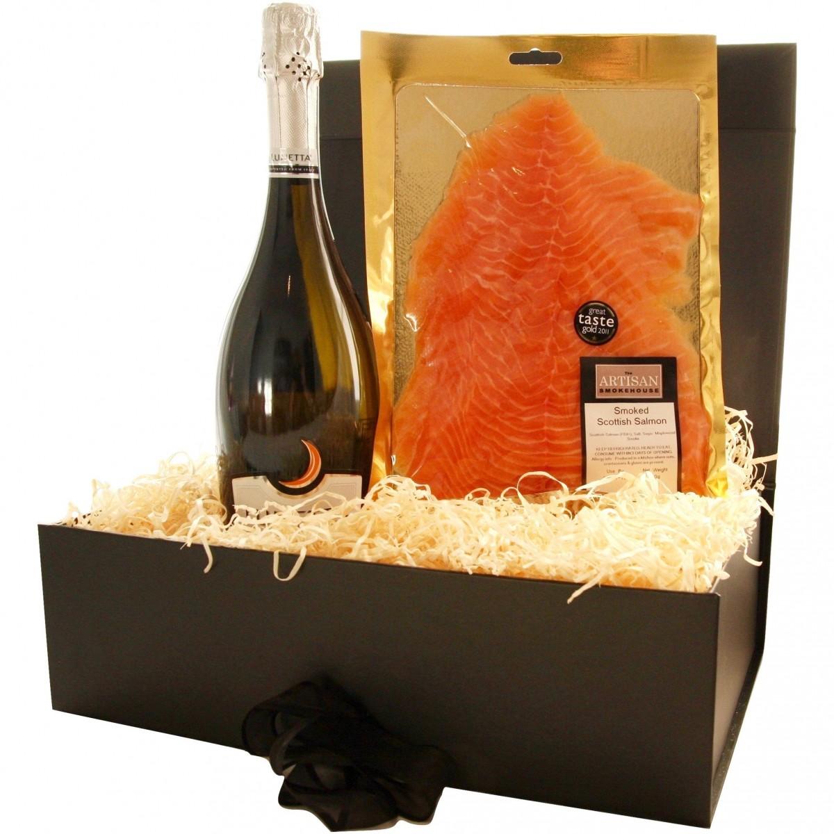 Луксозна подаръчна кутия шампанско и пушена сьомга
