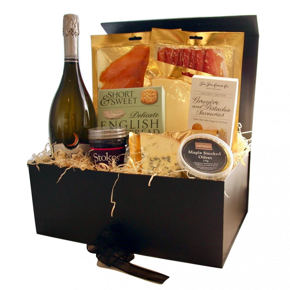 Луксозна подаръчна кутия шампанско и пушена сьомга деликатесни глезотийки