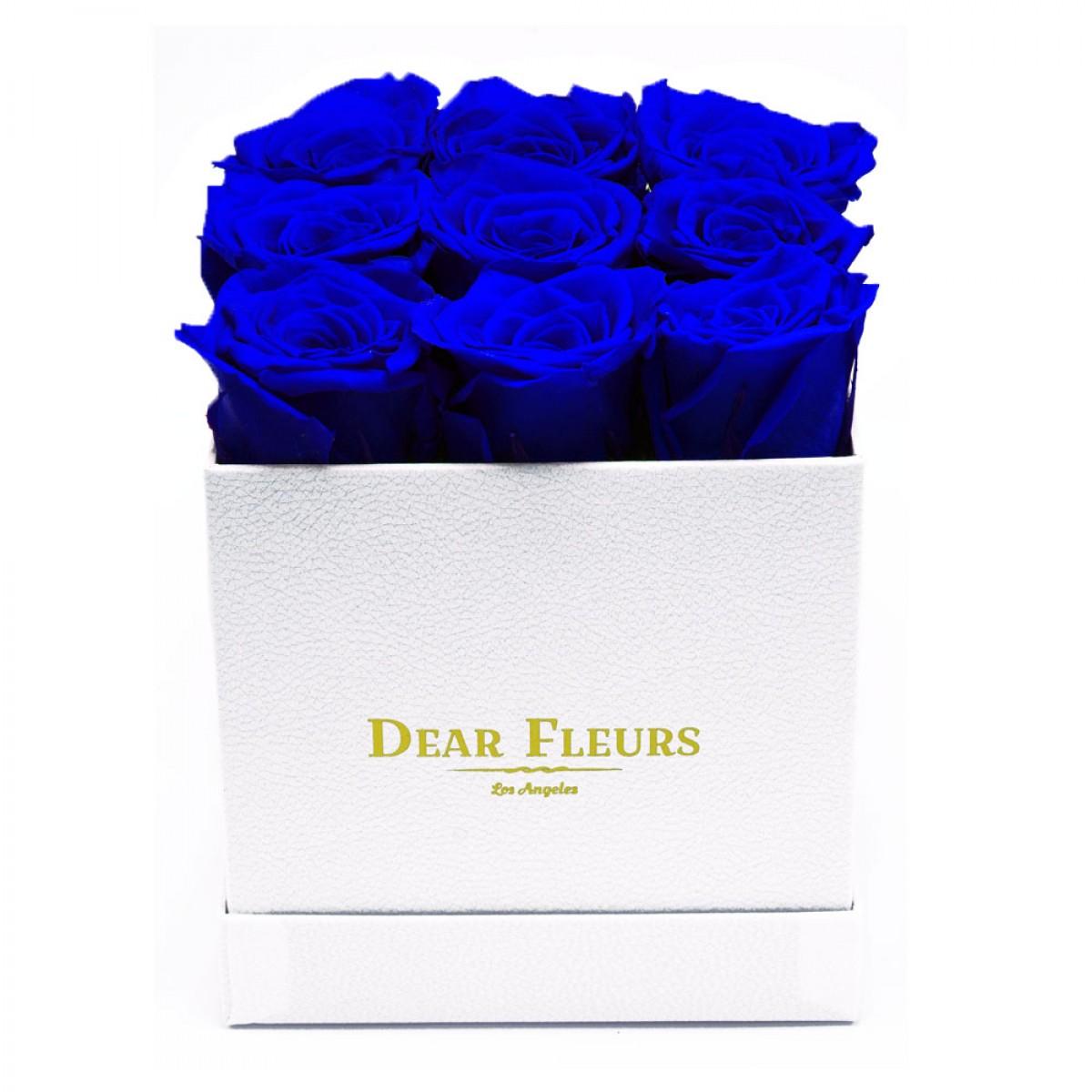 9 сини рози в стилна бяла кутия