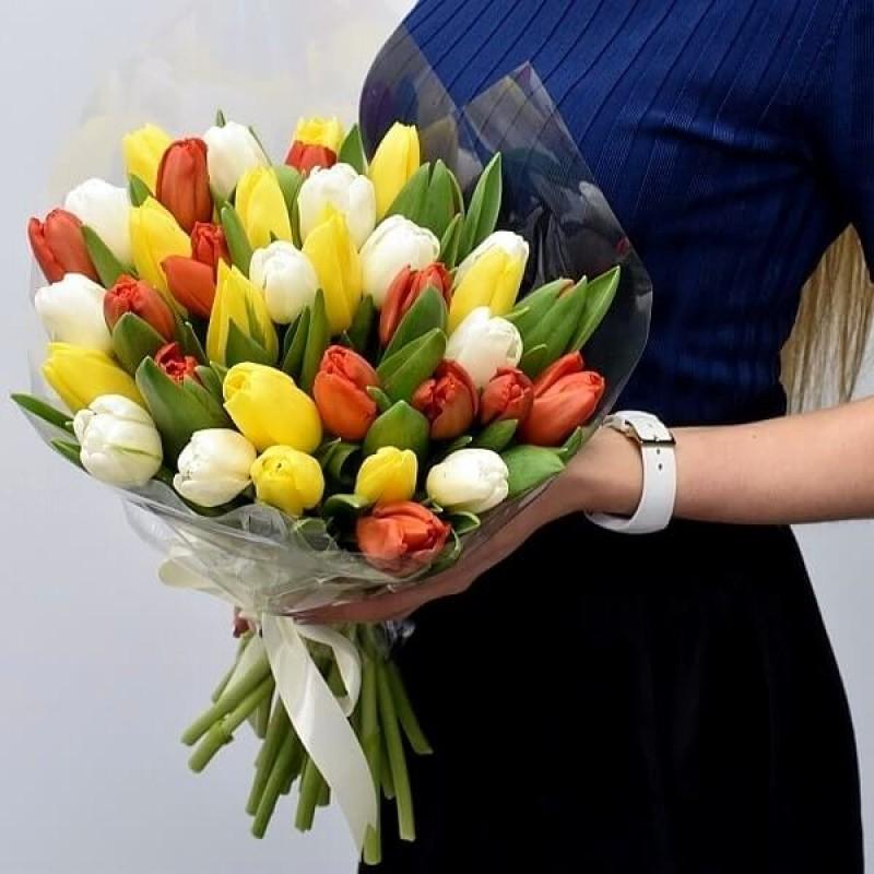 ЦВЕТЯ - 25 пъстроцветни лалета лалета в луксозна кутия