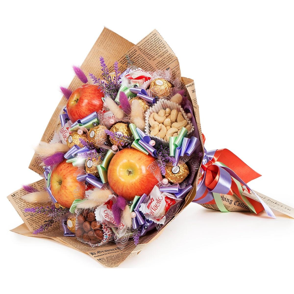 """Букет """"Ексклузив"""" от шоколадови бонбони, плодове и ядки"""