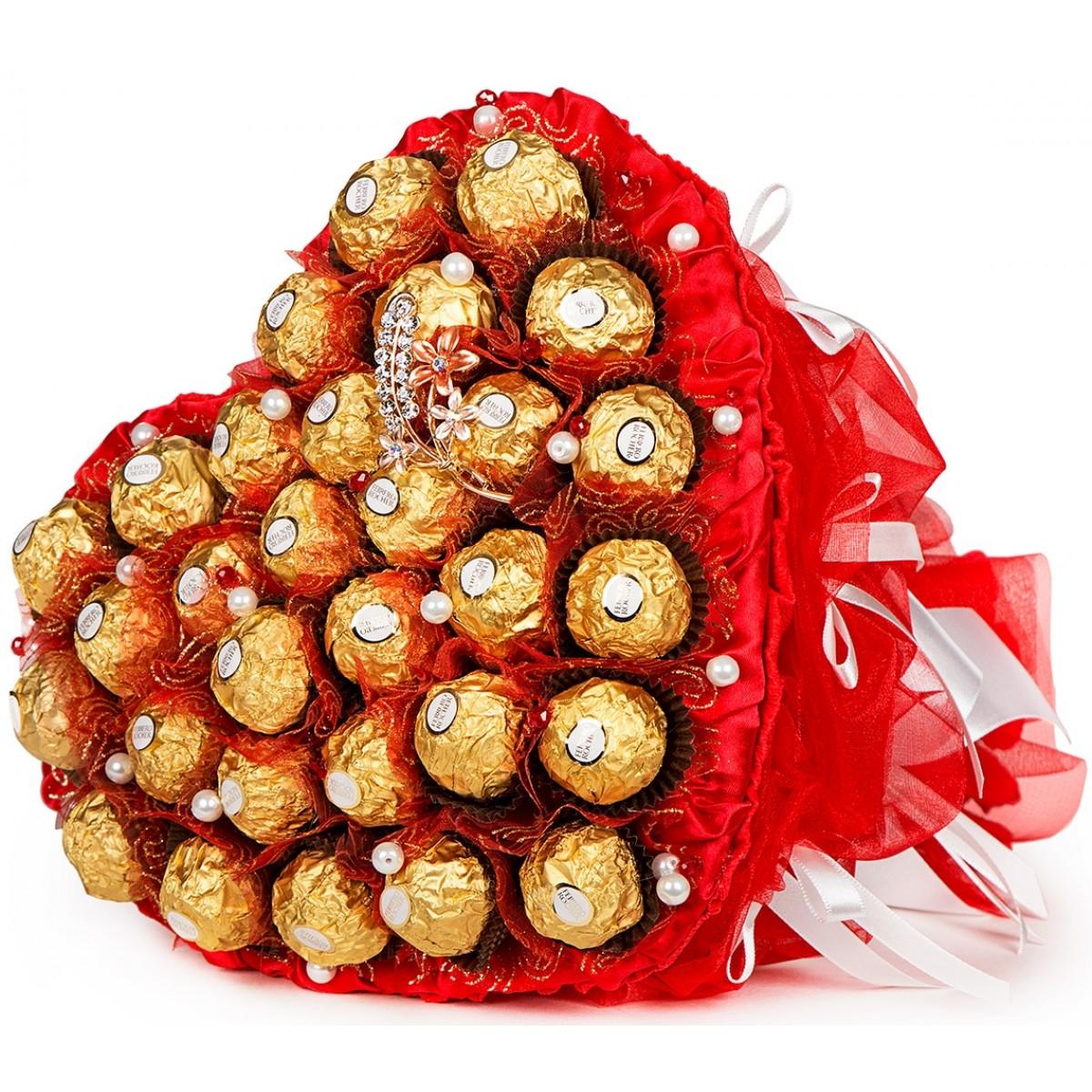 """Букет """" Сърце от """"Ferrero Rocher """" в червено"""