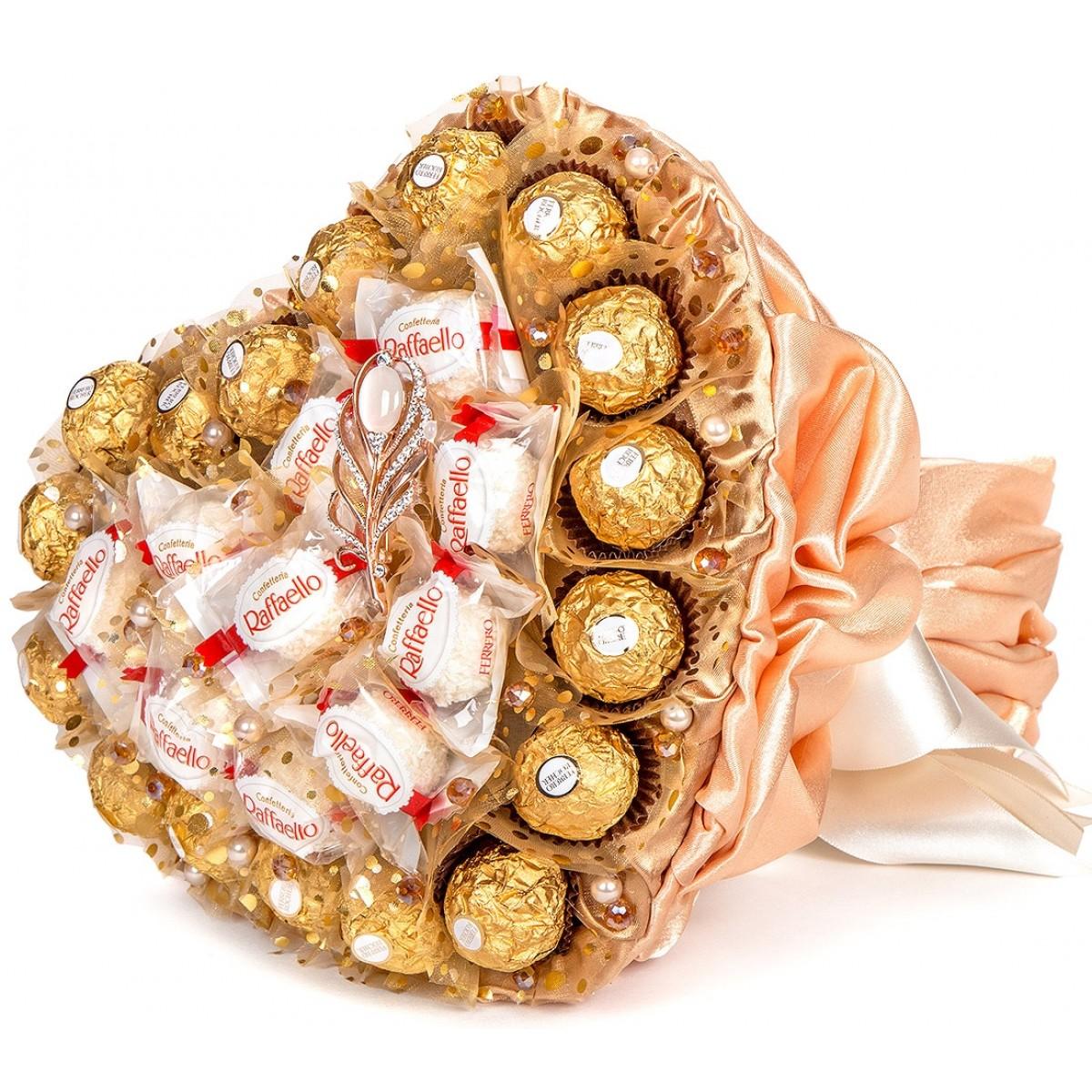 """Букет """" Сърце от """"Ferrero Rocher"""" и """"Raffaello"""" в прасковено"""