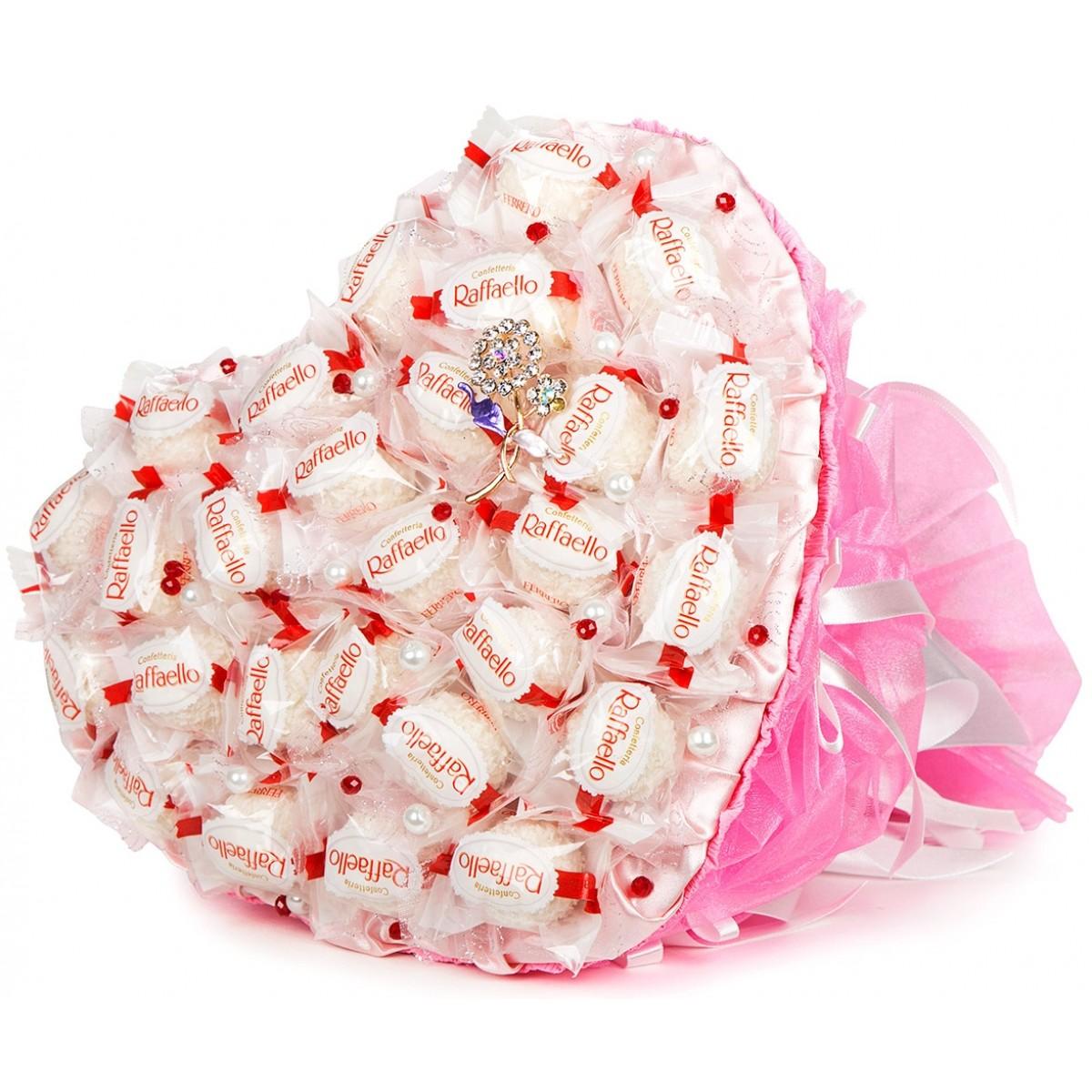 """Букет """" Сърце от """"Raffaello"""" в розово"""