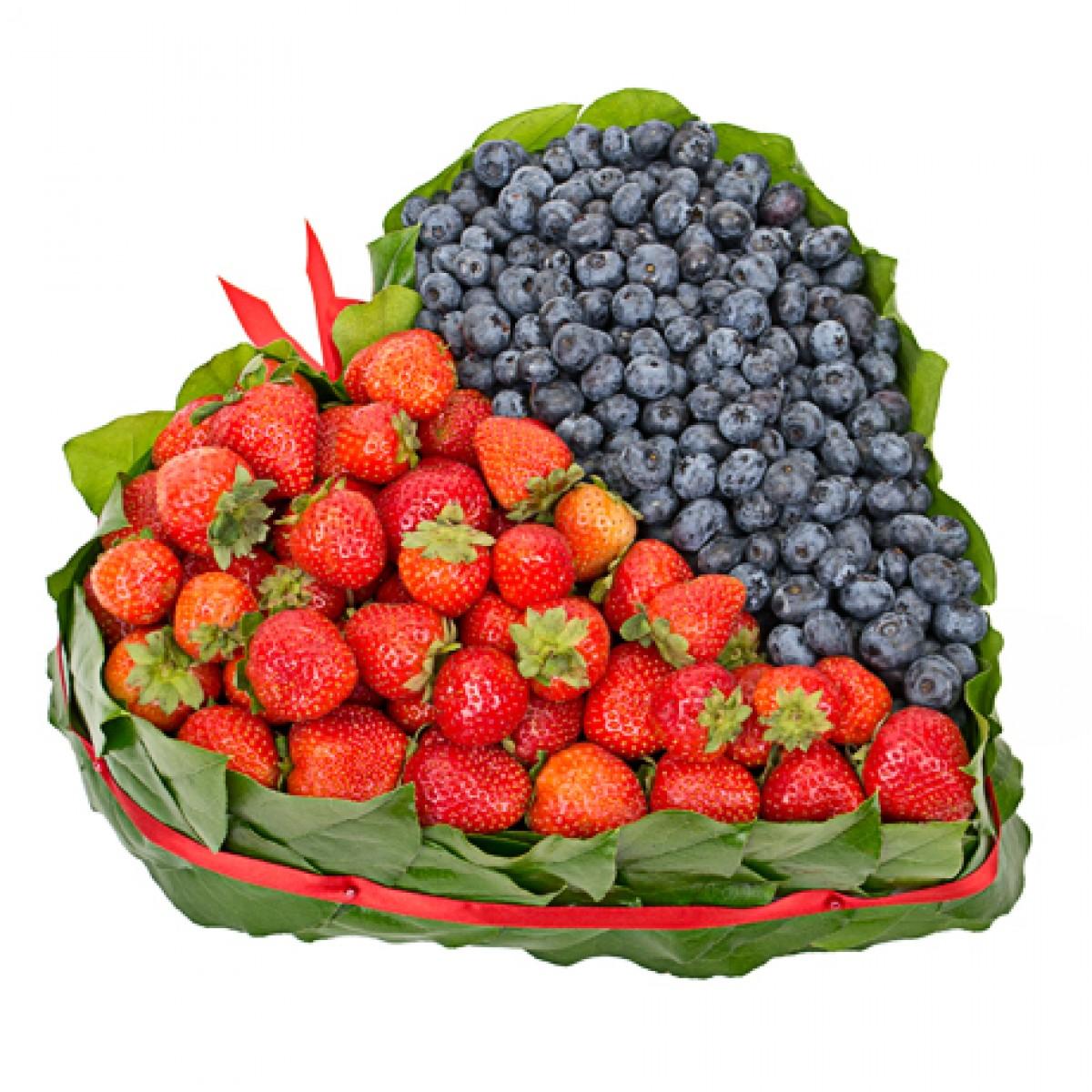 Сърце от ягоди и боровинки 1 кг.