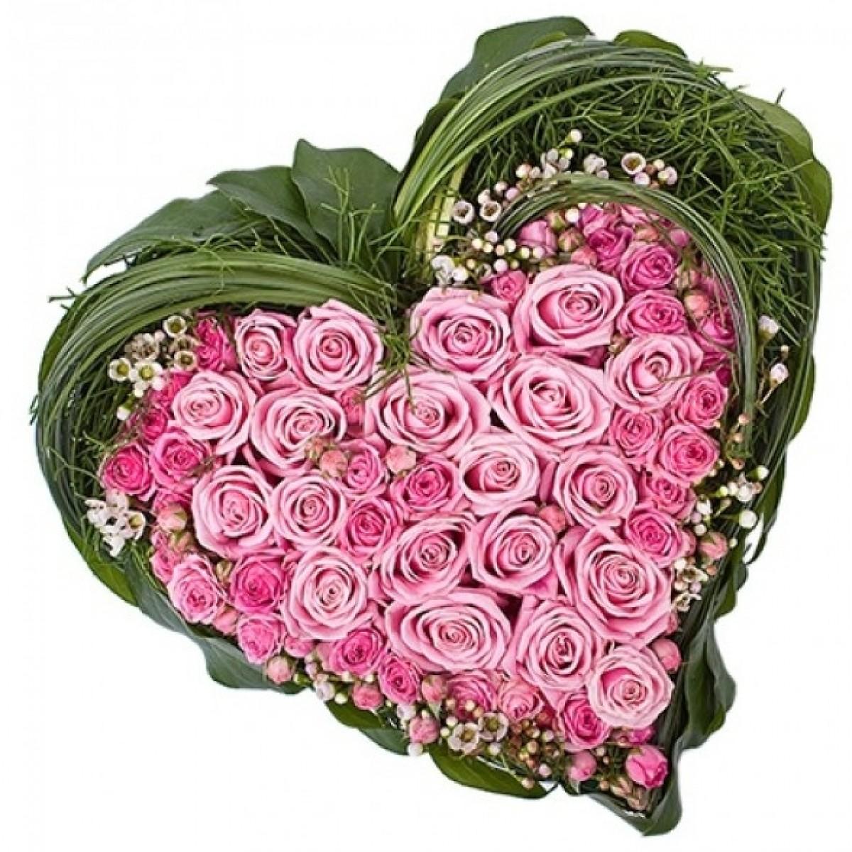 Сърце от 25 розови и спрей рози