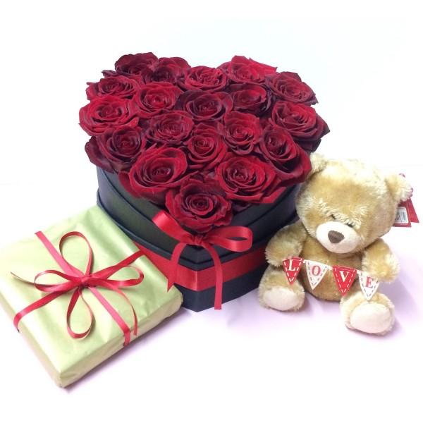 Супер Валентинка - 15 рози от сапун, плюшено мече и белгийски шоколади