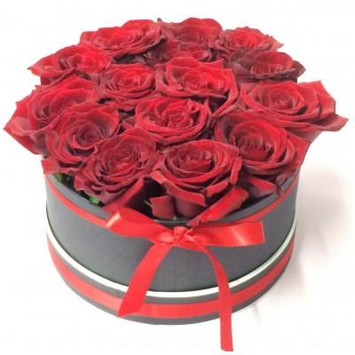Валентинка 2 - 15 рози от сапун в елегантна черна кутия сърце