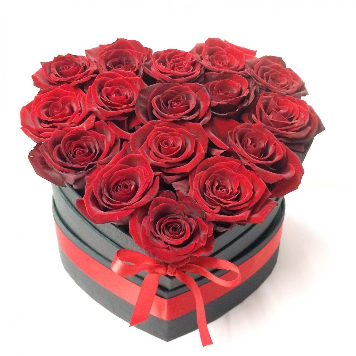 Валентинка - 15 рози от сапун в елегантна черна кутия сърце