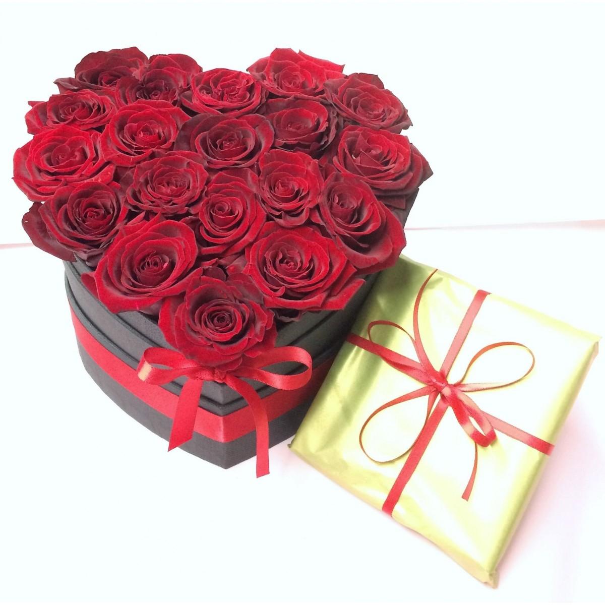 Сладка Валентинка - 15 рози от сапун и белгийски шоколади